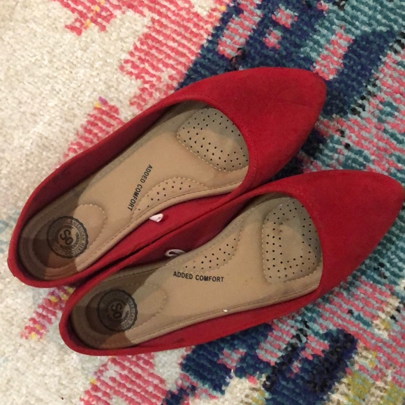 Size 8, SO red flats